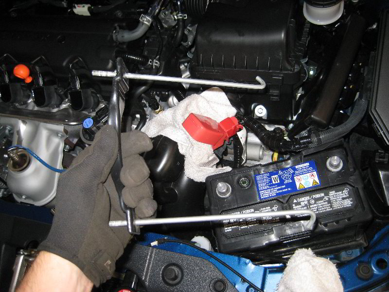 Kereszt pánttal rögzített akkumulátor